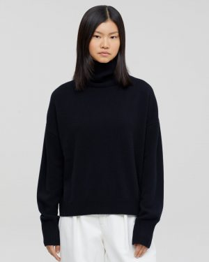 Closed-Turtleneck black sweater
